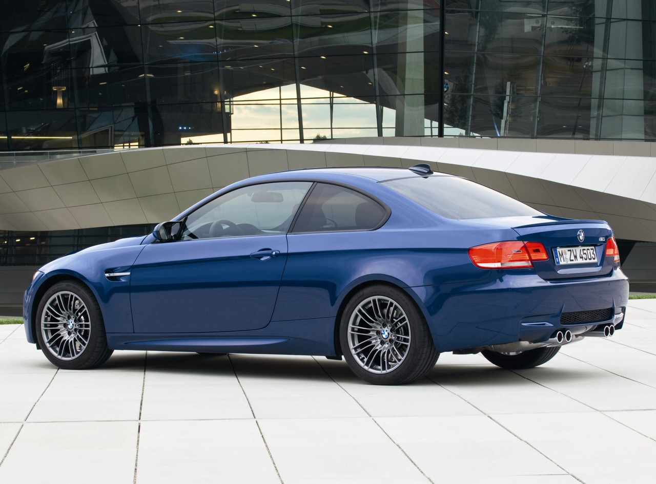official pics 2009 e90 m3 sedan facelift w new idrive le mans blue e92. Black Bedroom Furniture Sets. Home Design Ideas