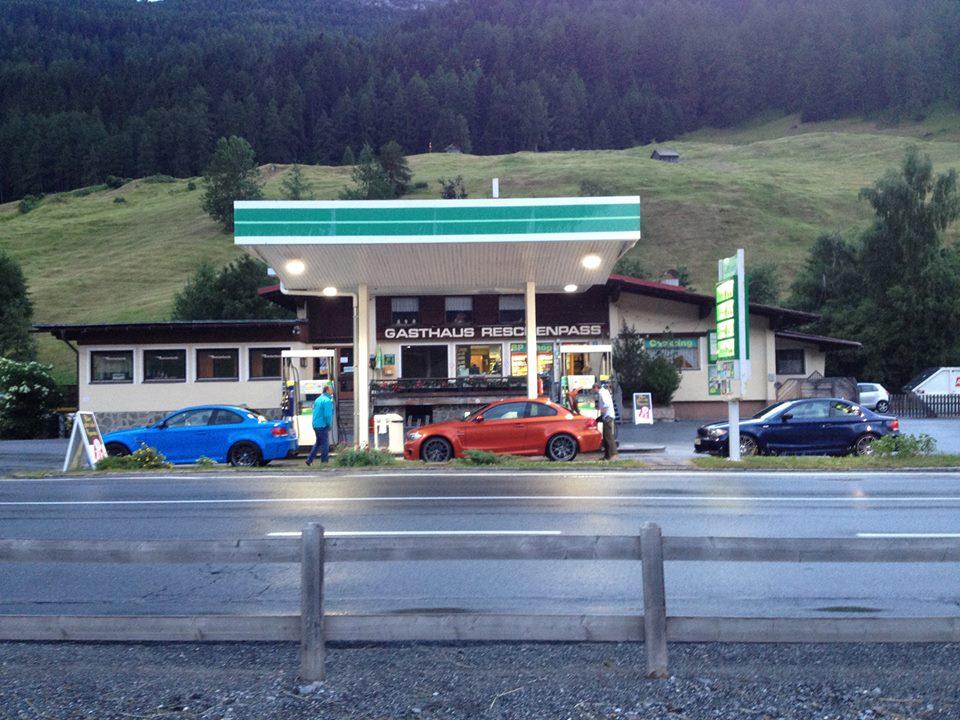 Name:  Stelvio getting fuel.jpg Views: 261 Size:  132.9 KB