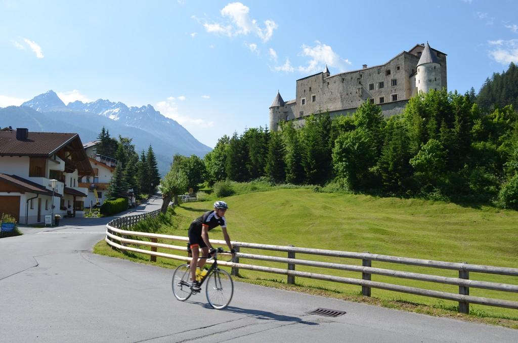 Name:  Stelvio Schloss Nauders DSC_0722.jpg Views: 255 Size:  246.8 KB