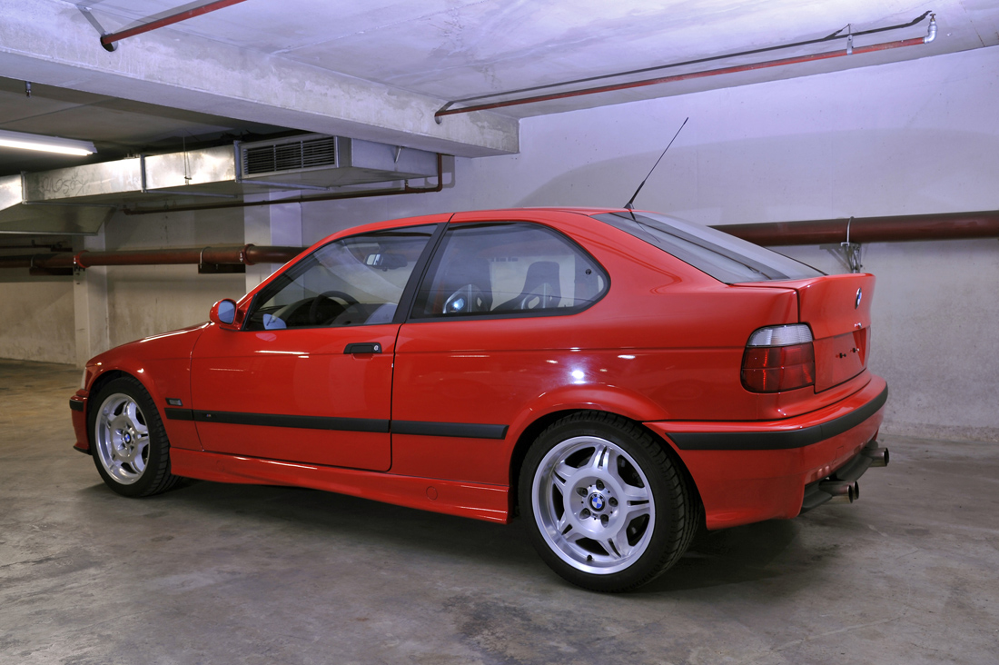 http://www.m3post.com/goodiesforyou/events/garching0411/mgarage/garage/e36m3compact-001.jpg